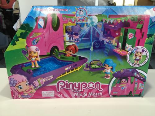 Pinypon Cool Caravan, Playset di Famosa CON CAMPER, PISCINA E PERSONAGGIO