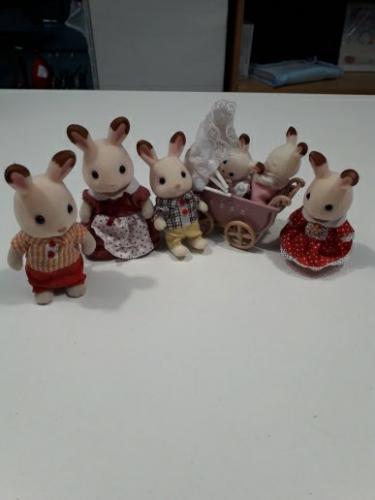 SYLVANIAN FAMILIES Famiglia Conigli Con 6 Personaggi E Carrozzina